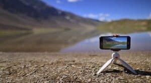 Read more about the article Best Selfie Stick Tripod For Smartphone USA 2021